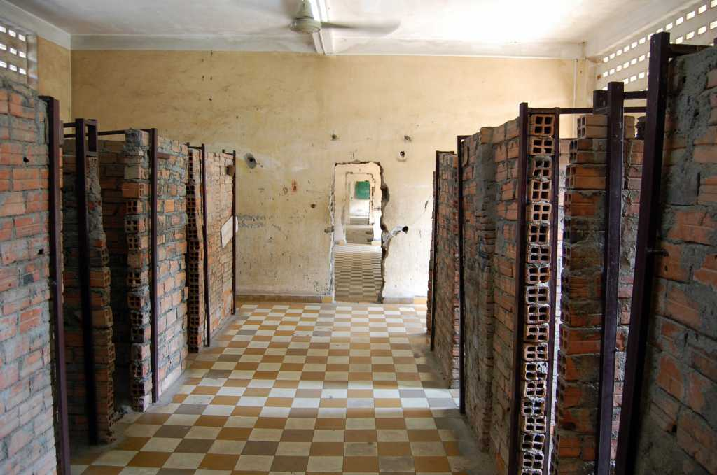 Șir de celule în care erau ținuți prizonierii