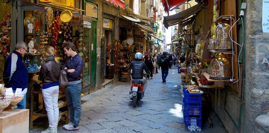 Napoli (sursa: expedia.com)
