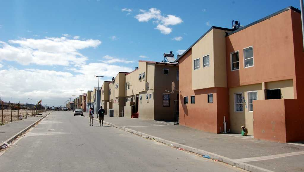 Noile case din Langa