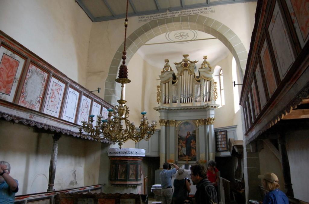 Biserica evanghelică din Viscri mai găzduieşte încă slujbe pentru enoriaşii din sat