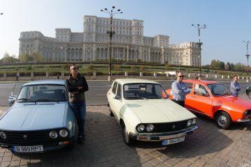 Ghizii de la Red Patrol, lângă mașinile lor, în fața Palatului Parlamentului