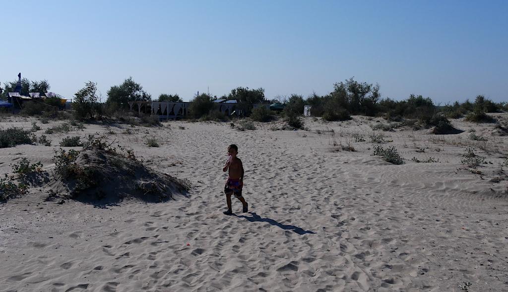 copil pe plajă