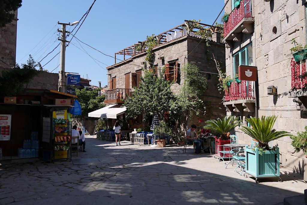 stradă, clădiri, terase, Assos, Turcia