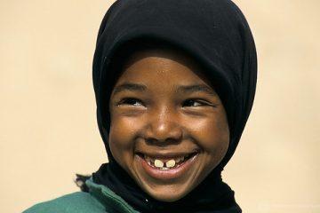 un copil din Maroc care zambeste