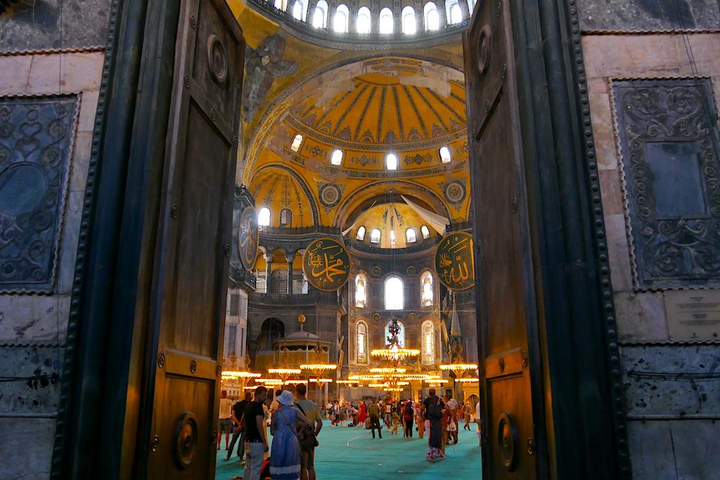 ușă deschisă, turiști, Hagia Sofia, istanbul