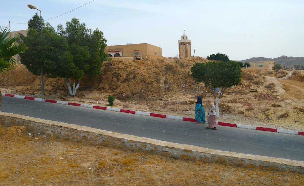 femei pe stradă, Douz, Tunisia